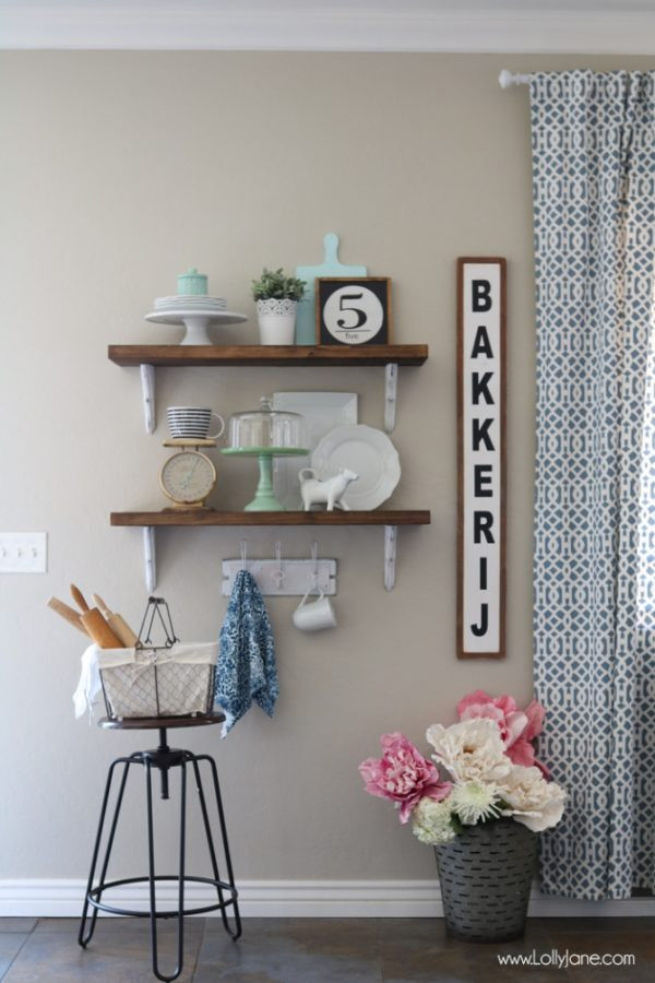 farmhouse-chic-dining-room-shelves